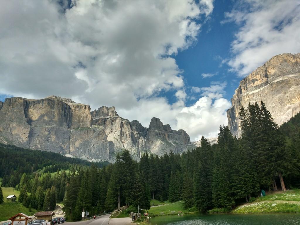 Devers l jouf dl Sela, un di plu biei luesc tles Dolomites.