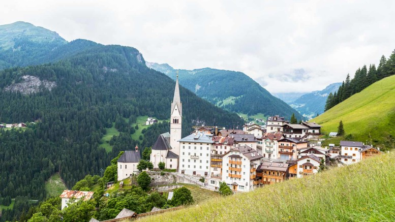 La Plié de Fodom. Souramont dess endò ruvé pro Sudtirol.